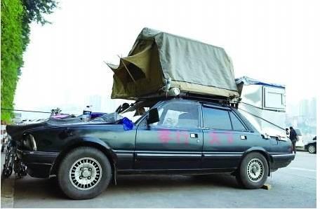 男子驾改装房车带99岁母亲周游全国(组图)图片