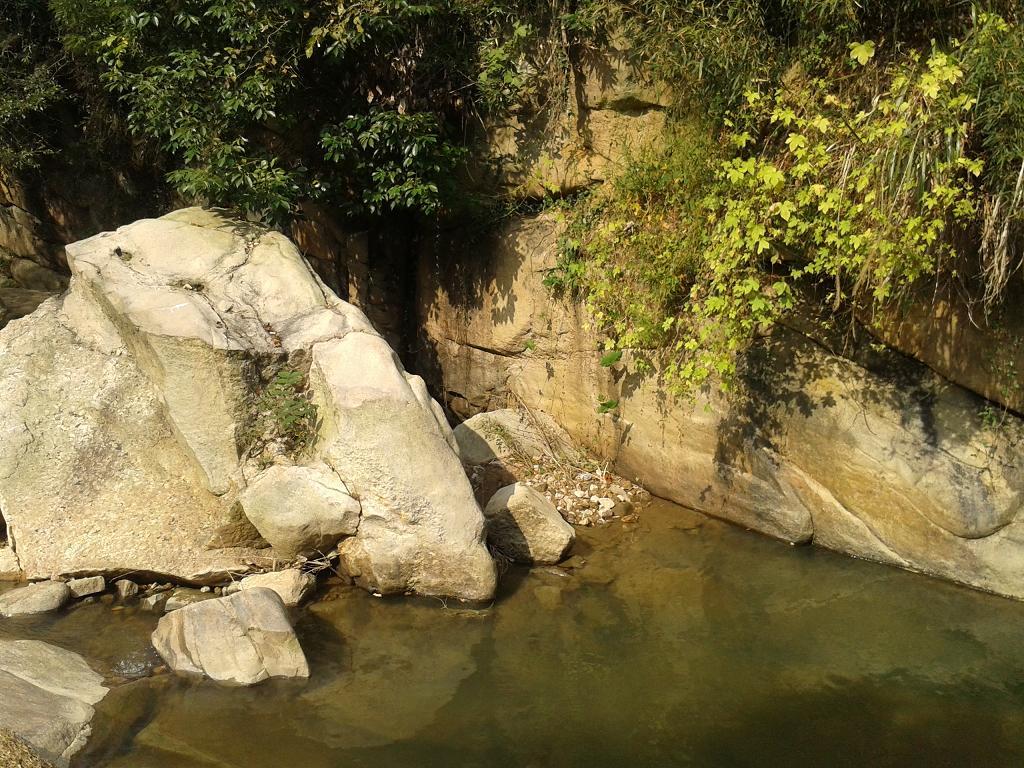 安徽广德县四合响水滩瀑布原生态风景区高清图片